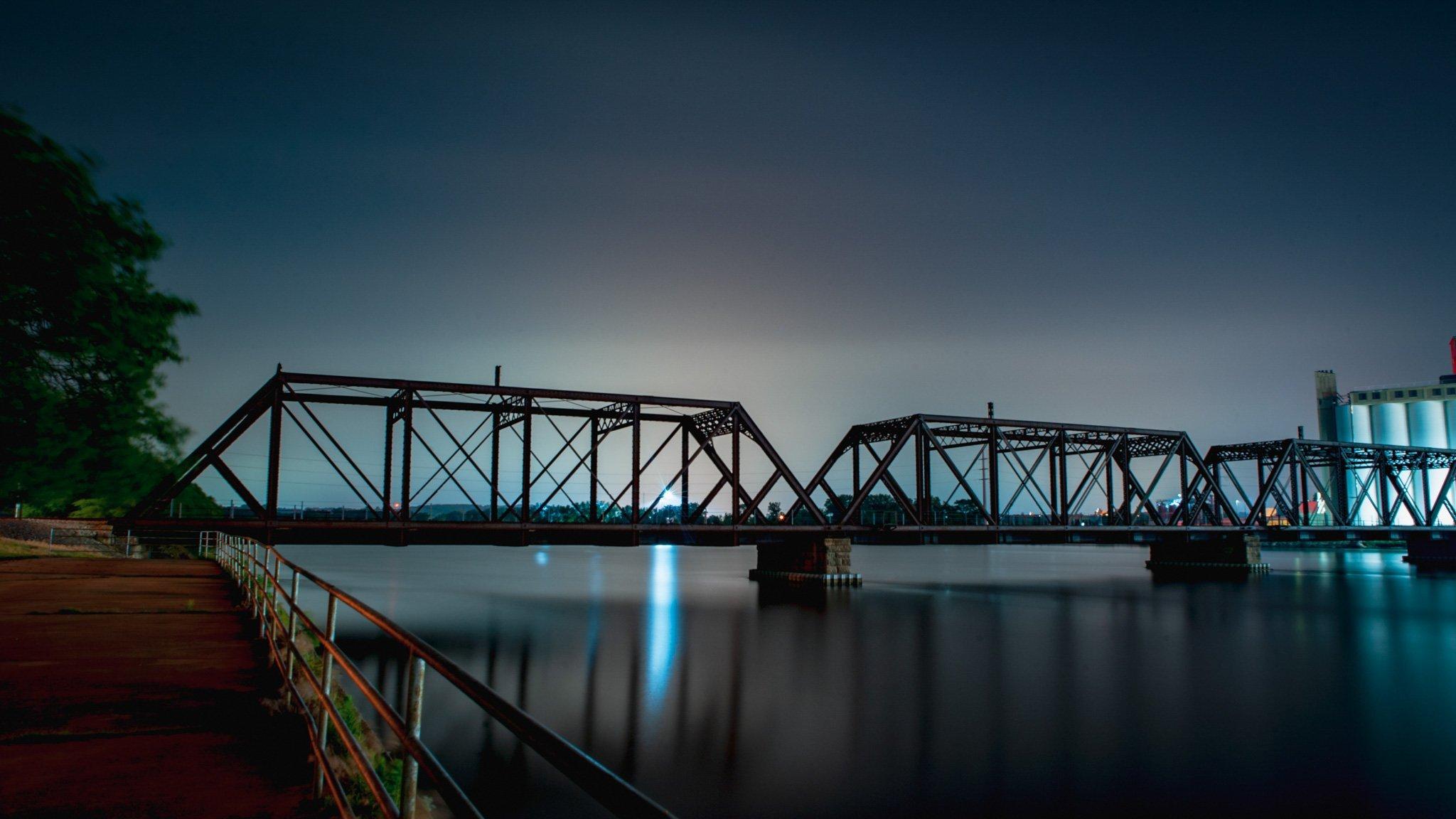 Quaker Oats at night in Cedar Rapids, Iowa